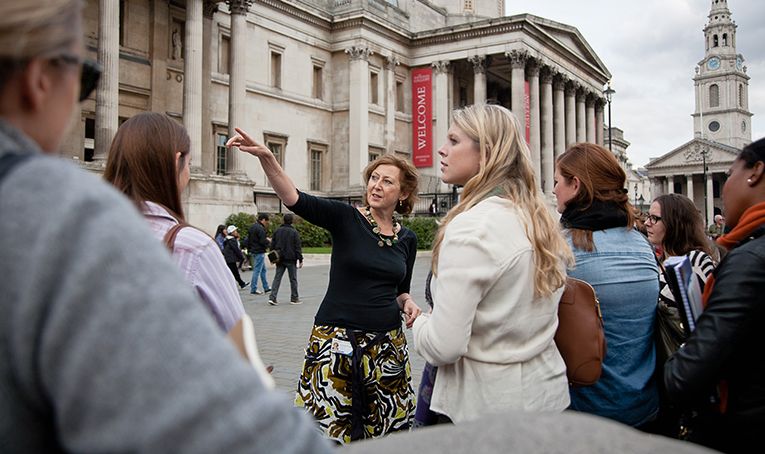 Semester students visiting the National Gallery
