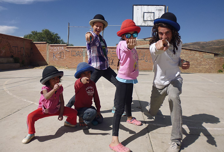 Volunteer with kids in Bolivia