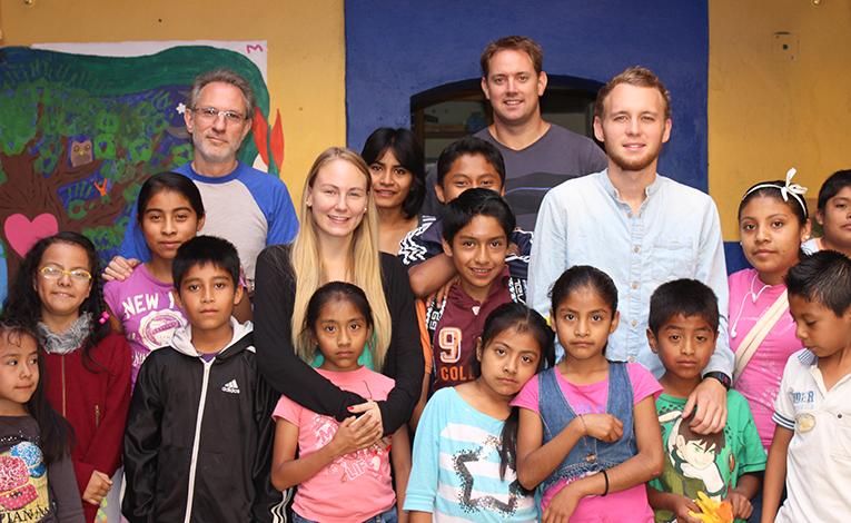 Volunteers with children in Oaxaca, Mexico