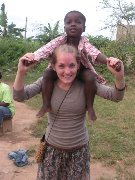 Volunteer in Ghana playing with a local child