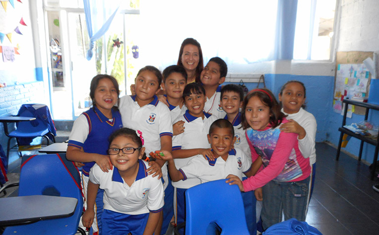 Volunteer Teacher in Temixco, Mexico with local students