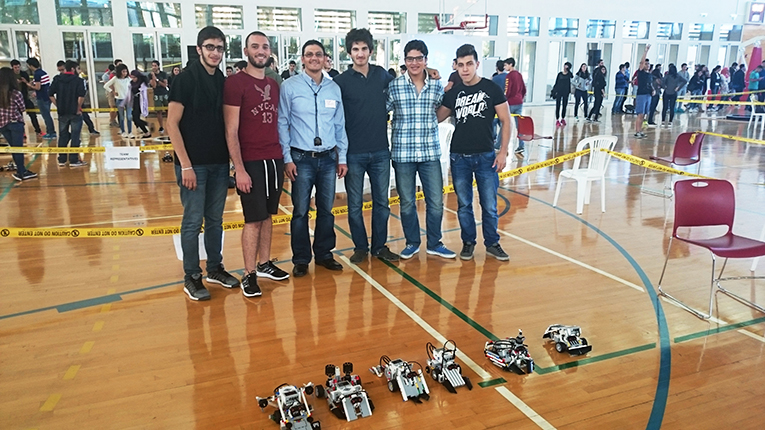 Entrants of the Sumo-Robotics competition at the American University of Beirut