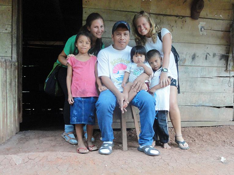 Volunteers with Nicaraguan host family