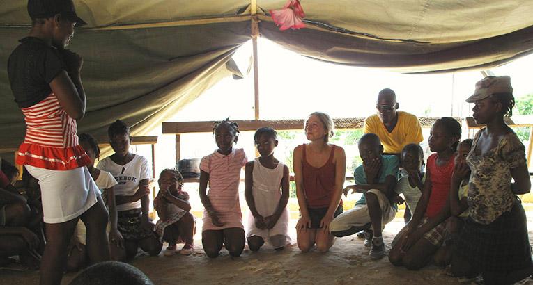 Volunteer in Haiti with children