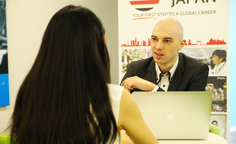 Internship in Japan staff member meeting with a client