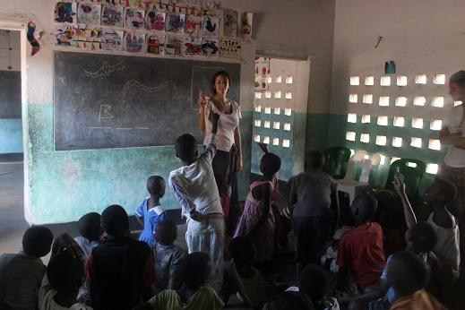 Volunteer in Malawi in an elementary classroom
