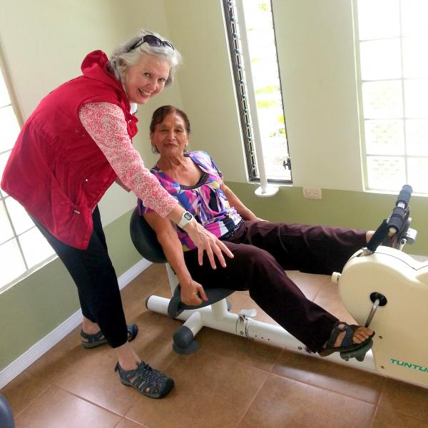volunteer-cartago-elderly