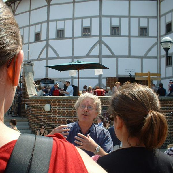 tour guide in globe theatre