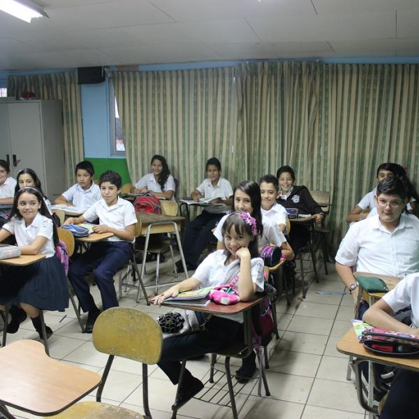 Teaching and Assisting in Schools in Costa Rica with Love Volunteers!
