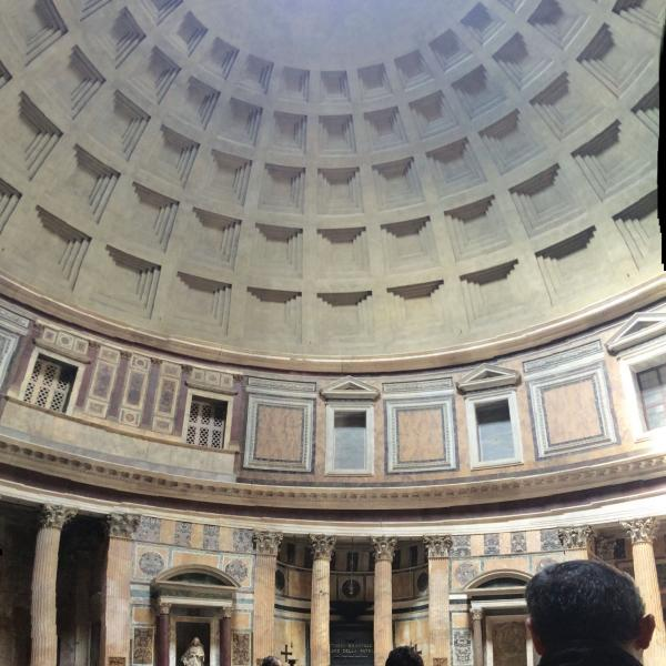 Cornell in Rome students visit the Pantheon, located just a few blocks from Palazzo Santacroce in the historic city center.