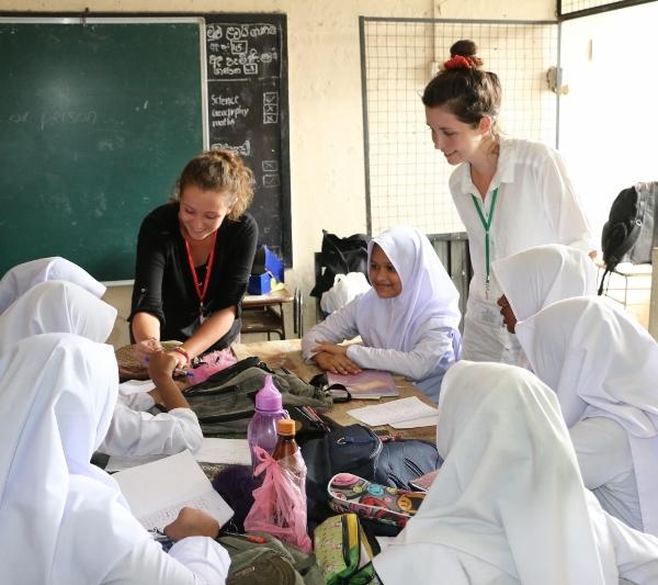 Volunteer in Sri Lanka teaching english to muslim girls