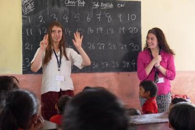 Projects Abroad volunteer teaching English, Bangladesh