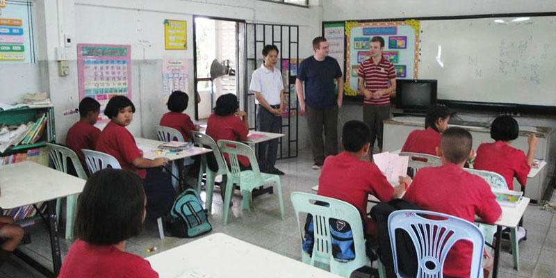 Foreign teacher in front of a class in Thailand