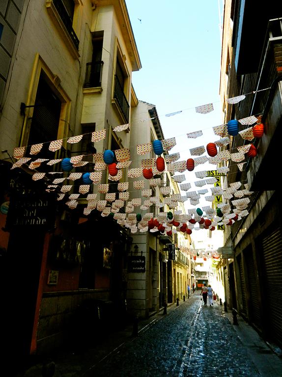 A narrow road in Granada