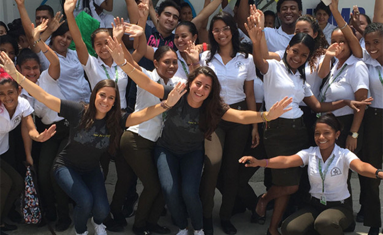 Volunteer teachers with students in Colombia