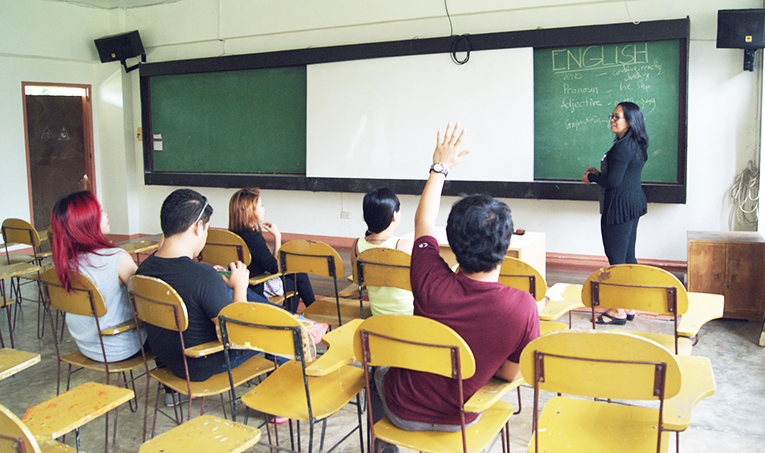 Students learning English in the Philippines