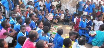 Volunteer in Africa with school children
